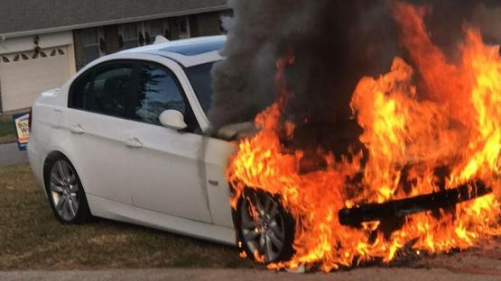 """Bakıda AĞIR QƏZA: """"BMW"""" yandı"""