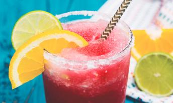 Dondurulmuş çiyələk kokteyl necə hazırlanmalı? – SADƏ RESPT