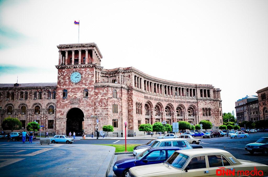 İrəvanın mərkəzində Azərbaycan himni oxundu – TARİXİ ANIN VİDEOSU