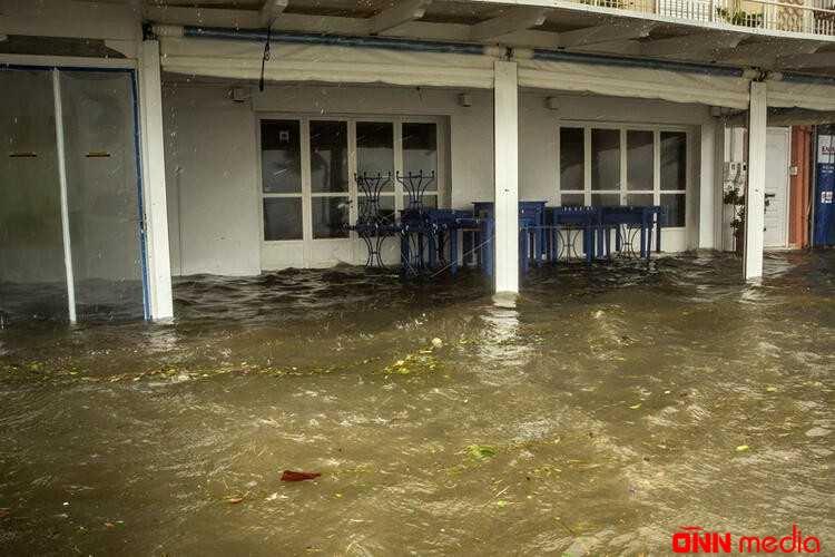 Məktəblər bağlandı, elektrik kəsildi – Aralıq dənizi fırtınası başladı