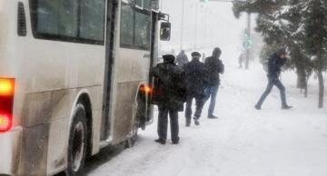 Qar paytaxt sakinlərini yolda qoydu: Avtobus yoxdur… – BNA NƏ DEYİR?