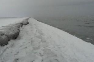 Xəzərin sahili buz bağlayıb