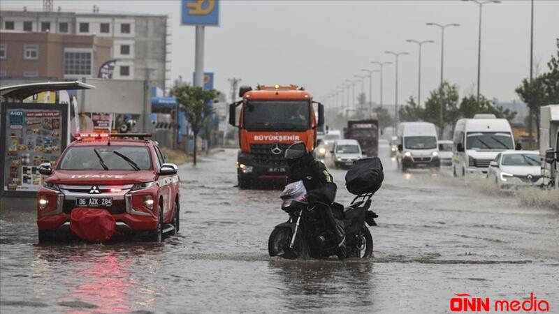 Türkiyə paytaxtını sel basdı