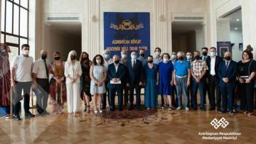 Mədəniyyət naziri Akademik Milli Dram Teatrının yaradıcı heyəti ilə görüşdü