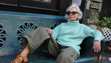 56 yaşında moda dünyasını silkələyən qadın kimdir?