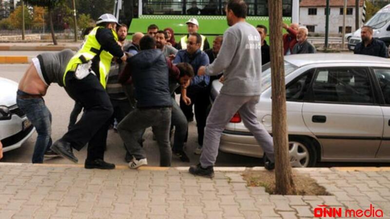 Bakıda film kimi olay: Maşındakı qıza baxdı, təqib etdi, baqajdan dəyənək götürüb hücum etdi